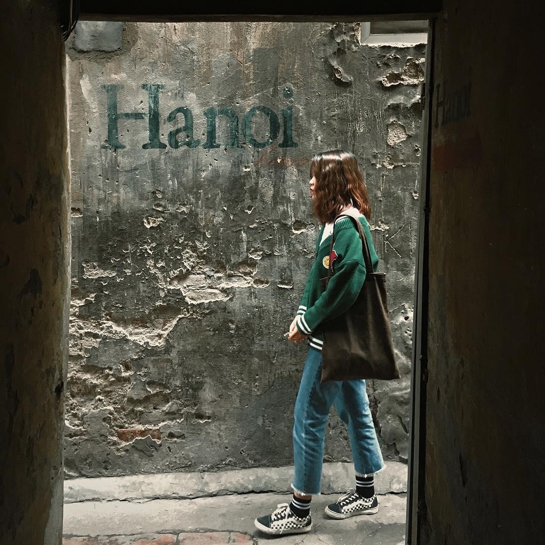 Giới trẻ đến Hanoi House Coffee không chỉ được thưởng thức những ly cà phê tại quán mà còn có thể lưu giữ lại cho mình những bức ảnh đầy nghệ thuật ...