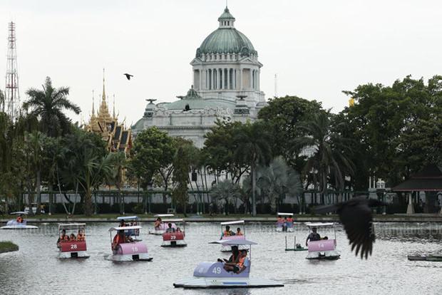 tin buon cho du khach toi thai lan vuon thu noi tieng bangkok sap dong cua