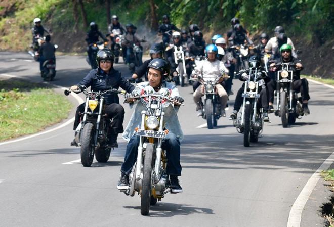 tranh cai viec tong thong indonesia lai moto o le khai mac asiad