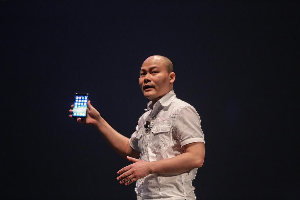 hon 2000 nguoi trai nghiem do chat den tung chi tiet cua bphone 2017