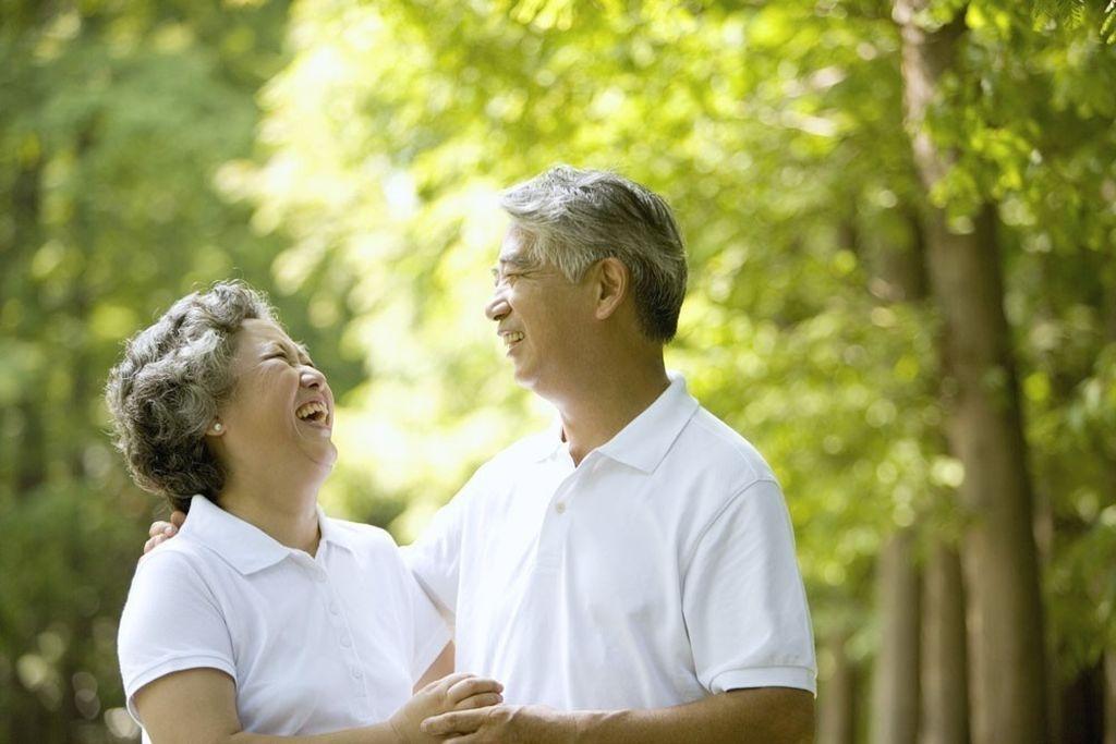 Image result for chăm sóc sức khỏe cho người lớn tuổi