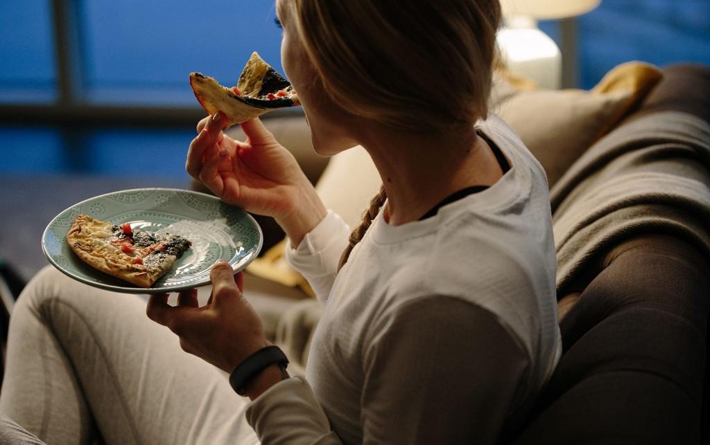 Thói quen ăn đêm ảnh hưởng đến sức khỏe của bạn như thế nào? | Việt Nam Mới