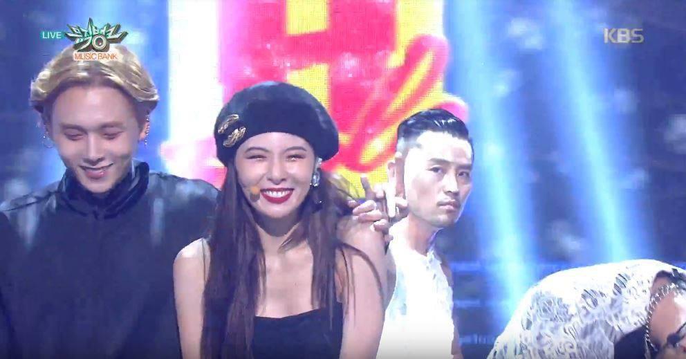 cube entertainment thong bao duoi hyuna website bi danh sap co phieu sut tham hai