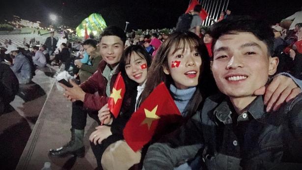 dong dao sao viet co vu doi nha trong tran luot ve ban ket aff cup 2018