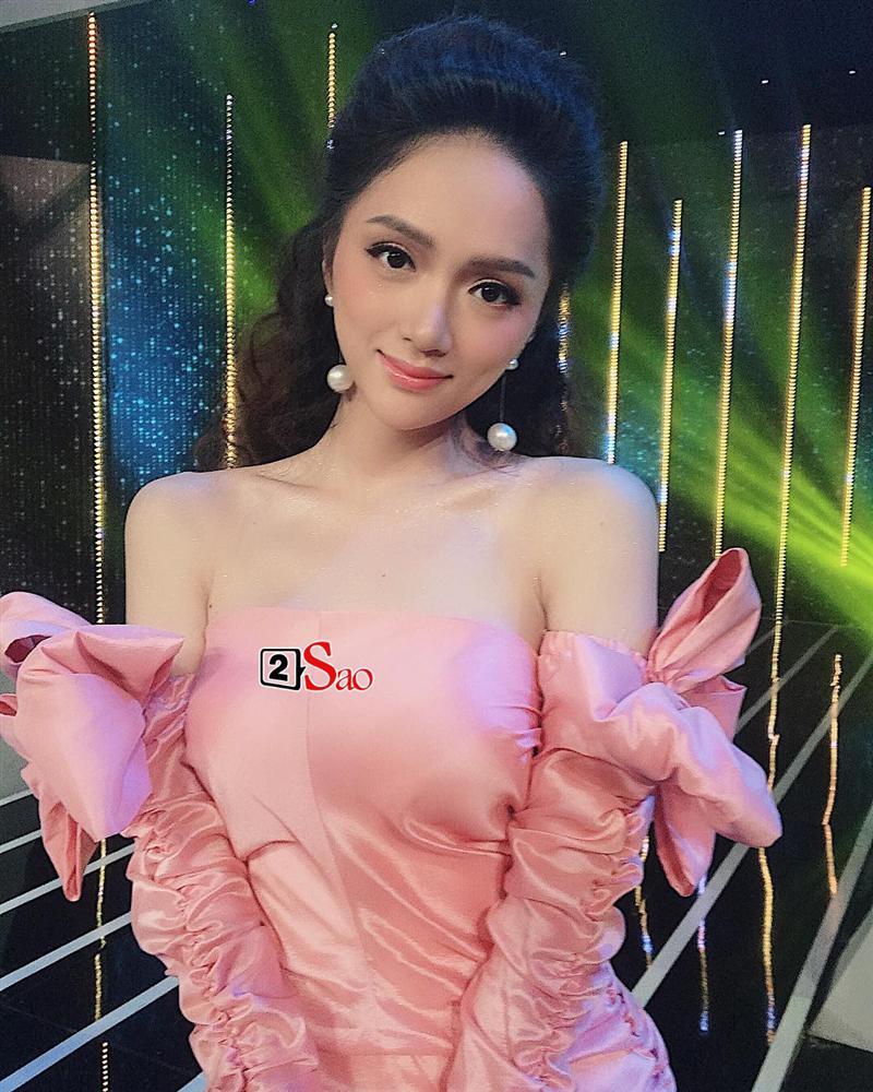 huong giang idol lo phan nguc meo mo trong hau truong chup anh chuan bi cho miss international queen 2019