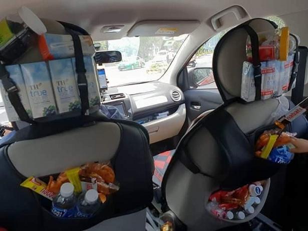 thich thu voi chiec xe taxi grab day do an vat mien phi cho khach