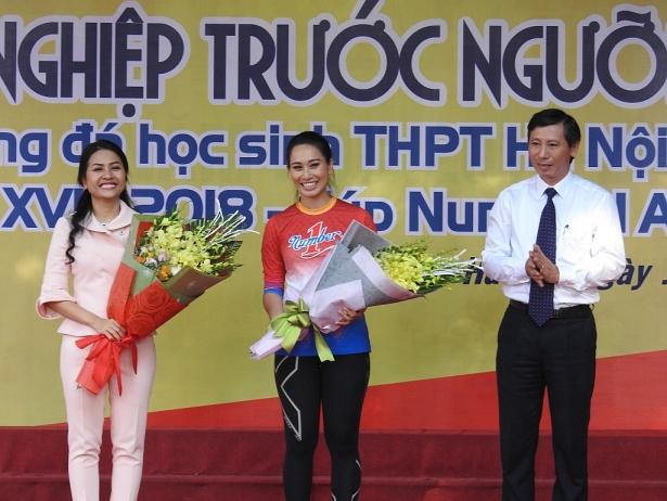 ba tran uyen phuong hoc la de hanh va de so huu kien thuc khong phai de tra bai