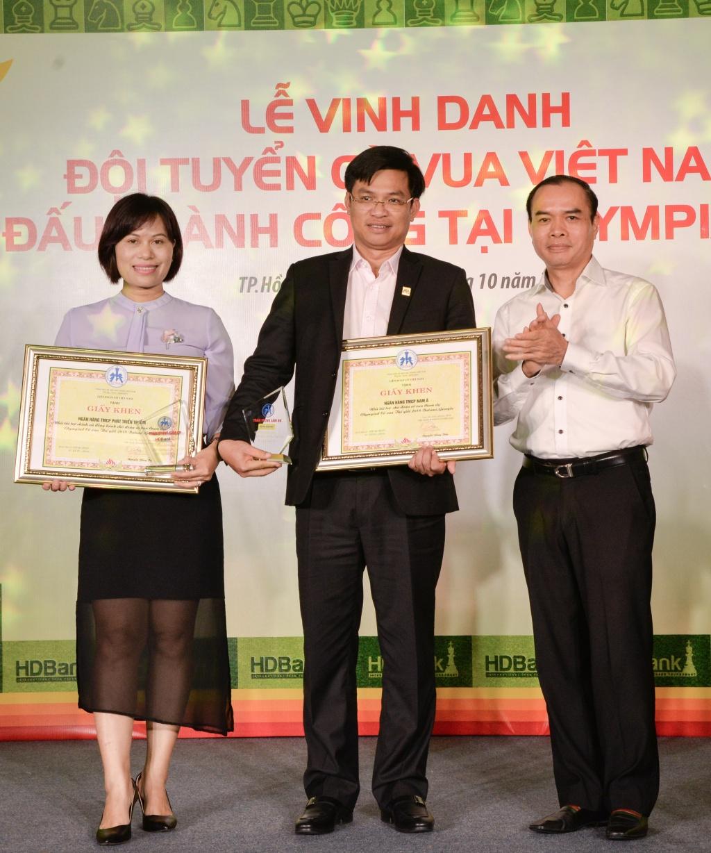 nam a bank thuong 20000 usd cho doi tuyen co vua viet nam tai olympiad 2018