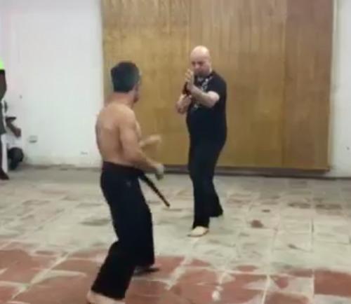 man ti thi cua vo su vinh xuan voi cao thu karate