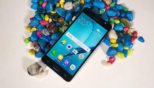 smartphone re galaxy j5 giam gia gan mot trieu dong