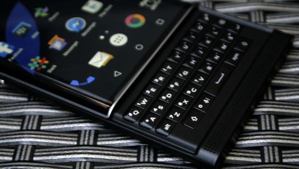 ceo blackberry kha ng di nh smartphone vo i ba n phi m qwerty huye n thoa i sa p duo c ra ma t
