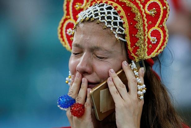 nhung bong hong nga bat khoc khi doi nha dung buoc o world cup