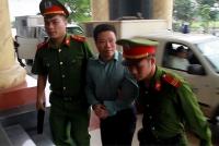 Xử phúc thẩm cựu chủ tịch OceanBank Hà Văn Thắm: Cựu giám đốc Khối ngân hàng bán lẻ bật khóc khi trả lời