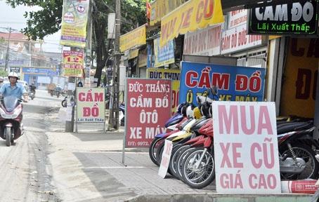 nguoi mua xe cu khong gap chu dung ten co duoc sang ten chinh chu