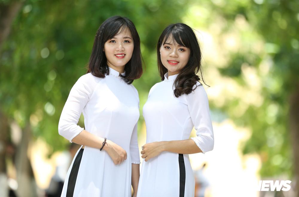 Ngắm vẻ đẹp tinh khôi của nữ sinh An ninh trong tà áo dài trắng ...