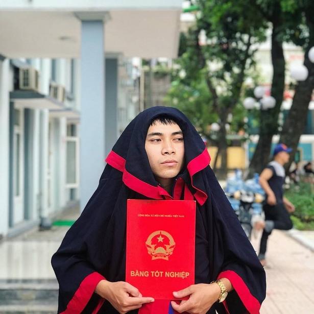 nam sinh dh thuong mai hot nhat mang xa hoi vi chup anh ki yeu ao dai khong dam tho manh va phai chon bo cua ba