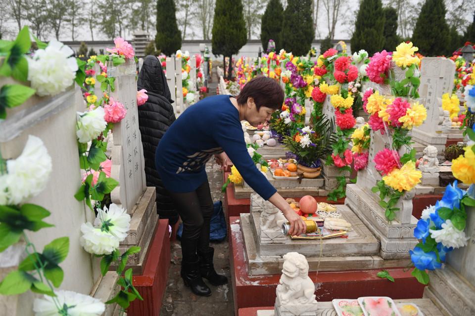 Kết quả hình ảnh cho mộ người hoa