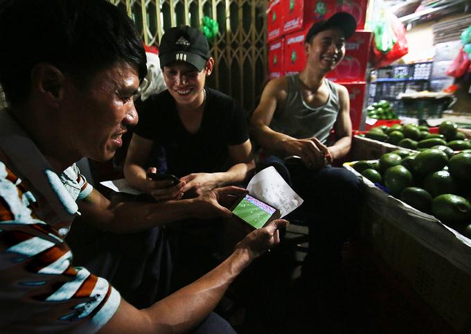 lao dong cho dem long bien giai tri bang world cup