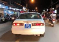 doi vo chong o my vuong lao ly vi cho con 5 thang tuoi bang xe may