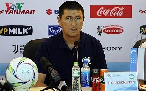 hlv olympic uzbekistan an tuong manh voi quang hai