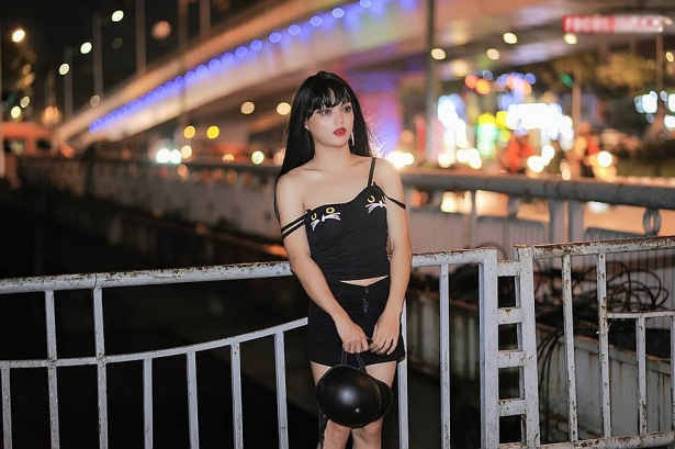 thanh chui ban hang online norin pham lai gay soc voi bo anh cosplay ngay halloween theo quynh bup be
